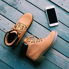 Image via We Heart It #boots #fashion #outfit #phone #shoes