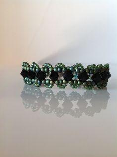 Green beaded bracelet,Swarovski beaded bracelet,black beaded bracelet,green jewelry,women's jewelry,birthday gift,gifts for girls by PassionByMaya on Etsy