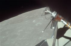 El 20 de julio de 1969, Armstrong y Aldrin, queda Collins en órbita dentro del módulo de comando, cuando descendieron a la superficie lunar dentro del módulo Lunar.  Image Science and Analysis Laboratory, NASA-Johnson Space Center