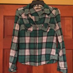 Flannel Size small. Fits like an extra small. Teal patterned. Preloved. Has pilling. Bundle and save. Tops Button Down Shirts