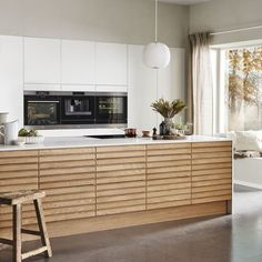 Nordic Spirit Natur Eg Nordic Kitchen, Minimal Kitchen, New Kitchen, Kitchen Dining, Kitchen Room Design, Home Decor Kitchen, Kitchen Furniture, Kitchen Interior, Oak Kitchen Cabinets
