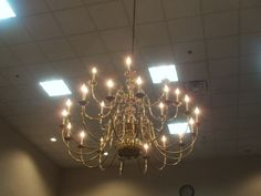 PT 1091 APRIL 2014 BOISE IDAHO. CHANDILIER AT HOTEL ON VISTA AVE.