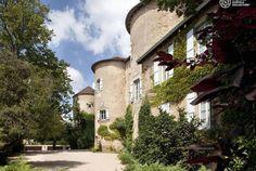 Bourgogne, le Château d'Igé, membre des Châteaux & Hôtels Collection, vous accueille dans un lieu authentique et dépaysant. Ses tours féodales vous attendent pour passer un séjour détente, romantique et gastronomique. Laissez-vous guider par Bontourism® Tout l'Art du Voyage.