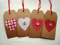 Button gift tags - an easy way to pretty a present for valentines Christmas Gift Tags, Christmas Wrapping, Handmade Christmas, Christmas Wishes, Diy Christmas, Christmas Trees, Holiday Gifts, Xmas Crafts, Valentine Crafts