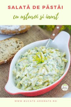 Rețeta simplă și rapidă de salată dietetică cu fasole verde (păstăi) combinată cu iaurt delicios, puțin usturoi și mărar sau pătrunjel, după preferință. O salată de vară minunată! :)  #bucatearomate #pastai #fasoleverde #salata #iaurt #salatadepastai #retetesimple #retetedietetice Healthy Cooking, Cooking Recipes, Healthy Recipes, Vegan Foods, I Foods, Clean Eating, Romanian Food, Keto Food List, Cold Meals