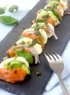Mozzarella lax förrätt Great Recipes, Favorite Recipes, Swedish Recipes, Party Food And Drinks, Appetisers, Love Food, Food To Make, Yummy Food, Dinner