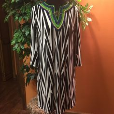 SZ 12STUNNING PECK AND PECK DRESS This dress is stunning.. From the zebra print to the artistic neckline.. Make a statement with the jewelry with this beauty.. Peck and Peck Dresses