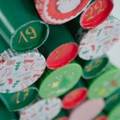 Calendrier de l'Avent Sapin DIY - Annikids, le blog Relief, Blog, Diy, Cupcakes, Cardboard Rolls, Tropical Christmas, Cupcake Cakes, Bricolage, Blogging