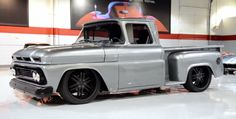 This is one of the coolest custom pickup trucks i've ever seen, a 1961 Chevrolet Apache I don't know much about the manufacturer or the truck it Custom Pickup Trucks, Old Pickup Trucks, Hot Rod Trucks, Gm Trucks, Cool Trucks, C10 Chevy Truck, Classic Chevy Trucks, Chevy Pickups, Chevrolet Apache