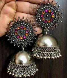 anello in argento zirconi alone Indian Jewelry Earrings, Indian Jewelry Sets, Silver Jewellery Indian, Indian Wedding Jewelry, Jewelry Design Earrings, Fashion Earrings, Jewelery, Fashion Jewelry, Silver Earrings
