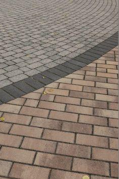 Kartanokivi 278x138 mm, väri moniväritekniikalla valmistettu kajo., raita sileä musta Kartanokivi, taempana harmaa Napolikivi. www.rudus.fi/pihakivet Urban Landscape, Sidewalk, Style, Walkway, Walkways