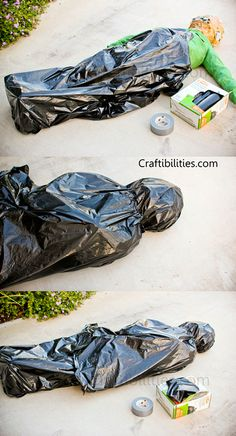 Body Bag - DIY Halloween decorations - DEAD BODY tutorial on how to make - Inexpensive and EASY - decor ideas - RECYCLE/Upcycle - Old clothes, newspaper, trash bags, and duct tape. Couple Halloween, Halloween Diy, Halloween Makeup, Halloween Camping, Halloween College, Halloween Office, Halloween Recipe, Halloween Desserts, Women Halloween
