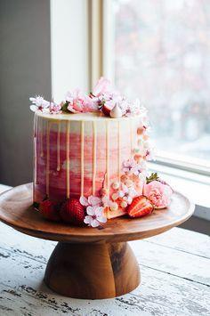 Strawberry and Vanilla Bean Cake - Desserts - . - Kuchen - first birthday cake-Erster Geburtstagskuchen 18th Birthday Cake, Birthday Cakes For Women, Birthday Ideas, Happy Birthday, Custom Birthday Cakes, Bacalhau No Forno Com Cebolada, Beautiful Cakes, Amazing Cakes, Cupcake Cakes