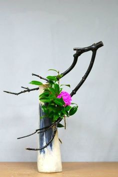 RushWorld says this Ikebana arrangement is start and cunning and moves the eye.