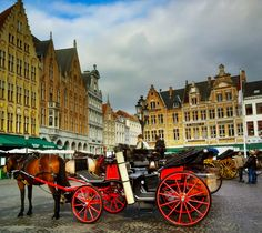 A Photo Tour of Bruges, Between Old Houses, Tiny Streets and the Canals