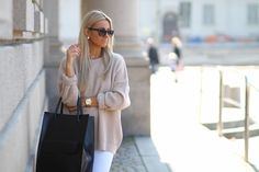 oversize sweater and white jeans