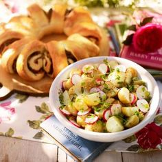 We love this recipe for potato salad, which is a perfect accompaniment for a light outdoor meal! #healthyeating #summer