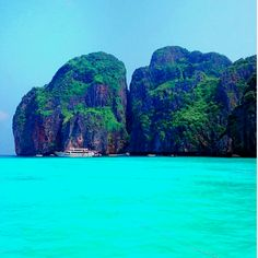 TAKE ME HERE! NOOOOOW! Phi Phi Island in Thailand. A 45 minute trip from Phuket.