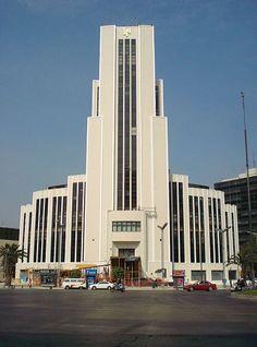El Edificio El Moro es una construcción que se encuentra en el Paseo de la Reforma #1, Colonia. Tabacalera, Delegación Cuauhtémoc en la Ciudad de México. Se considera como uno de los primeros rascacielos de la capital mexicana, y fue inaugurado en 1945, antes que la Torre Latinoamericana. Se le conoce también como La Lotería, porque alberga las oficinas de la Lotería Nacional (Lotenal), fue en esa época por un año (en la historia de la torre se explica el dato)