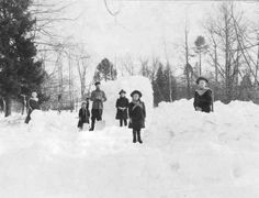 Tsarskoe Selo, 1908, beautiful, Nicholas with his five children in the snow