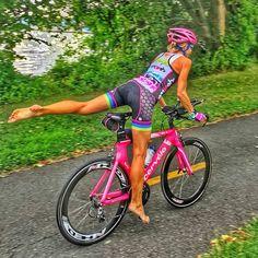 """2,242 tykkäystä, 19 kommenttia - @bikesgirls Instagramissa: """"@Regrann from @speedsherpa - Grace under pressure - Speed Sherpa athlete Katie P. flying down the…"""""""