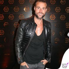 Ähnliches Foto Men's Fashion, Leather Jacket, My Love, Casual, How To Wear, Jackets, Moda Masculina, Men's, Studded Leather Jacket