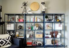 DIY Bookshelf Styling – This post is LOADED with great tips!