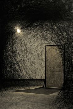 Black - installation - Other Side - Chiharu Shiota Contemporary Artists, Modern Art, Art Actuel, Instalation Art, Artistic Installation, Art Sculpture, To Infinity And Beyond, Stage Design, Dark Art