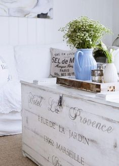 Channel the relaxed elegance of the French countryside with its signature shabby chic decor. From crumpled linens to weathered antiques, learn how to incorporate this whimsical, well-loved style into your home sweet home. French Country Farmhouse, French Country Style, Country Chic, Country Life, French Decor, French Country Decorating, Cool Ideas, Home And Deco, Shabby Chic Decor