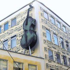 La musique adoucit les murs ! Merci http://fr.scoopers.com/tag/27806/dortmund-stubengasse