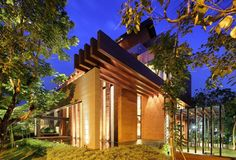 Casa de diseño tropical con arquitectura contemporánea en Indonesia