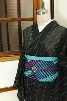 黒地にネオンのようなカラフルなラインが作り出す幾何学模様がモダンな化繊の絽の夏着物です。 #kimono