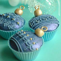 ❥ Christmas ornament cupcakes