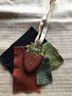 Hand Work Embroidery, Wool Embroidery, Machine Embroidery, Wool Applique Quilts, Wool Quilts, Penny Rug Patterns, Felt Patterns, Felted Wool Crafts, Felt Crafts