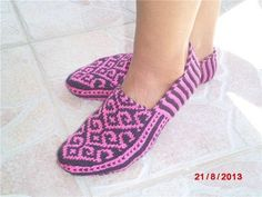Pattern for Slippers knitting / Amazing Handmade Knitted Slippers, Slipper Socks, Crochet Slippers, Crochet Yarn, Fair Isle Knitting, Knitting Socks, Knitting Patterns, Crochet Patterns, Fillet Crochet
