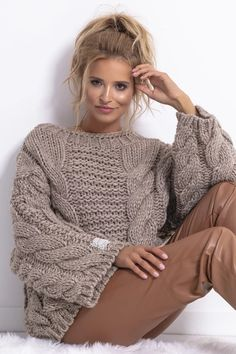 Knitting Stitches, Knitting Designs, Baby Knitting, Knit Fashion, Winter Fashion Outfits, Clothing Photography, Hand Knitted Sweaters, Knit Patterns, Knitwear