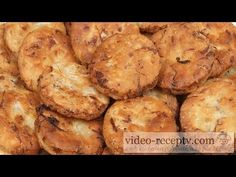 Zelné placky - videorecept - YouTube Banana Bread, Muffin, Make It Yourself, Vegetables, Breakfast, Desserts, Youtube, Food, Pizza