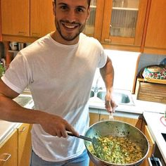 Wer kommt zum Abendessen?? 😉 🍴  Heute hatte ich Lust auf etwas Asiatisches, also habe ich mir ein leckeres Curry mit Shrimps zubereitet.👌😊  Wenn dir die Ideen ausgegangen sind, schau mal auf unserer Webseite unter Rezepte nach und finde dein Lieblingsrezept!! 😉