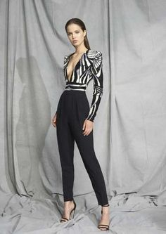 Zuhair Murad Resort 2019 Paris Fashion Show Collection: See the complete Zuhair Murad Resort 2019 Paris collection. Look 32 Fashion Week, Look Fashion, Paris Fashion, New Fashion, Fashion Outfits, Womens Fashion, Fashion Design, Fashion Trends, Zuhair Murad