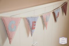 Prepara tus propios banderines - Tutéate Baby Couture, String Bag, Use Of Plastic, Knitted Bags, Sewing Tutorials, Baby Knitting, Valance Curtains, Baby Room, Diy And Crafts