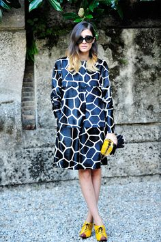 Love the pops of yellow with this gorgeous giraffe animal print coat