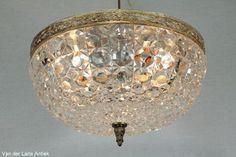 Klassieke plafonniere 25648 bij Van der Lans Antiek. Meer antieke lampen op www.lansantiek.com