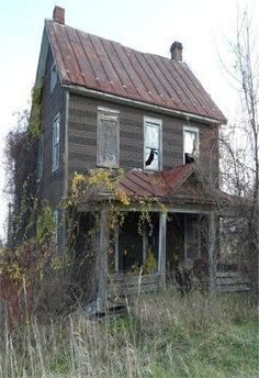 Old Farm House Many Years Ago, 70 Abandoned Old Buildings. left alone to die Abandoned Farm Houses, Old Abandoned Buildings, Old Farm Houses, Abandoned Mansions, Old Buildings, Abandoned Places, Abandoned Castles, Modern Buildings, Mansion Homes