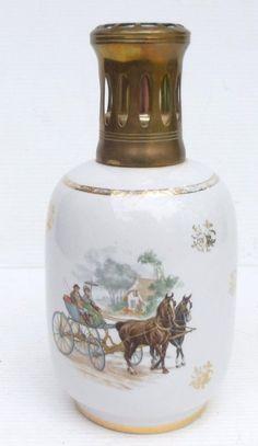 Jolie LAMPE BERGER en Porcelaine R Décor Calèches Cheval Chevaux