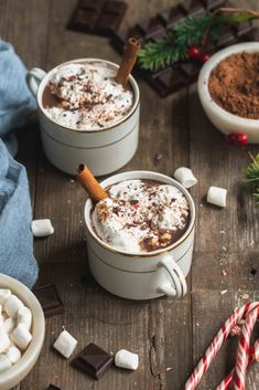 An easy to make homemade vegan hot chocolate mix that is not only delicious and easy to make, but is also the perfect DIY gift for the holidays! Hot Chocolate Gifts, Vegan Hot Chocolate, Dark Chocolate Chips, Homemade Food Gifts, Diy Food Gifts, Sweet Potato Breakfast, Hot Cocoa Mixes, Vegan Christmas, Holiday Recipes