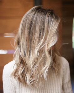 Best Of Best Blond Haarfarben für dieses White Christmas Hair color Cool Blonde Hair, Brown Blonde Hair, Light Brown Hair, Brunette Hair, Hair Color Shades, Ombre Hair Color, Cool Hair Color, Brown Hair Colors, Brown Hair With Highlights And Lowlights