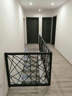 Staircase Railing Design, Modern Stair Railing, Home Stairs Design, Home Building Design, Modern Stairs, Interior Stairs, Modern House Design, Home Interior Design, Modern Balcony