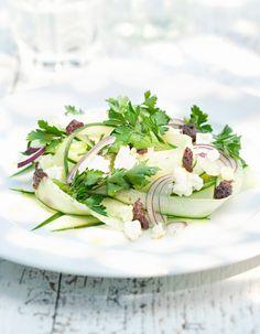 Pour prolonger l'été, on a envie de recettes fraîches, crues et faciles. Le tartare de légumes et de fruits est un excellent booster d'antioxydants aux vertus anti-âge, santé et beauté. Un bon moyen de continuer à cuisiner en couleur et de reprendre la rentrée en en forme. A vos couteaux ! http://www.elle.fr/Elle-a-Table/Les-dossiers-de-la-redaction/Dossier-de-la-redac/10-tartares-de-fruits-et-legumes-rapides-qui-font-envie