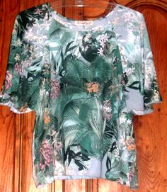 T-shirt Flowery green print Wide sleeves Made in Italy S M L XL Continue reading → Blouse, Green, How To Make, T Shirt, Shopping, Clothes, Tops, Fashion, Supreme T Shirt