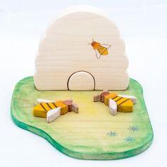 Bijenkorf met bijtjes en weide www.sterrendaalders.nl #handmadewithlove
